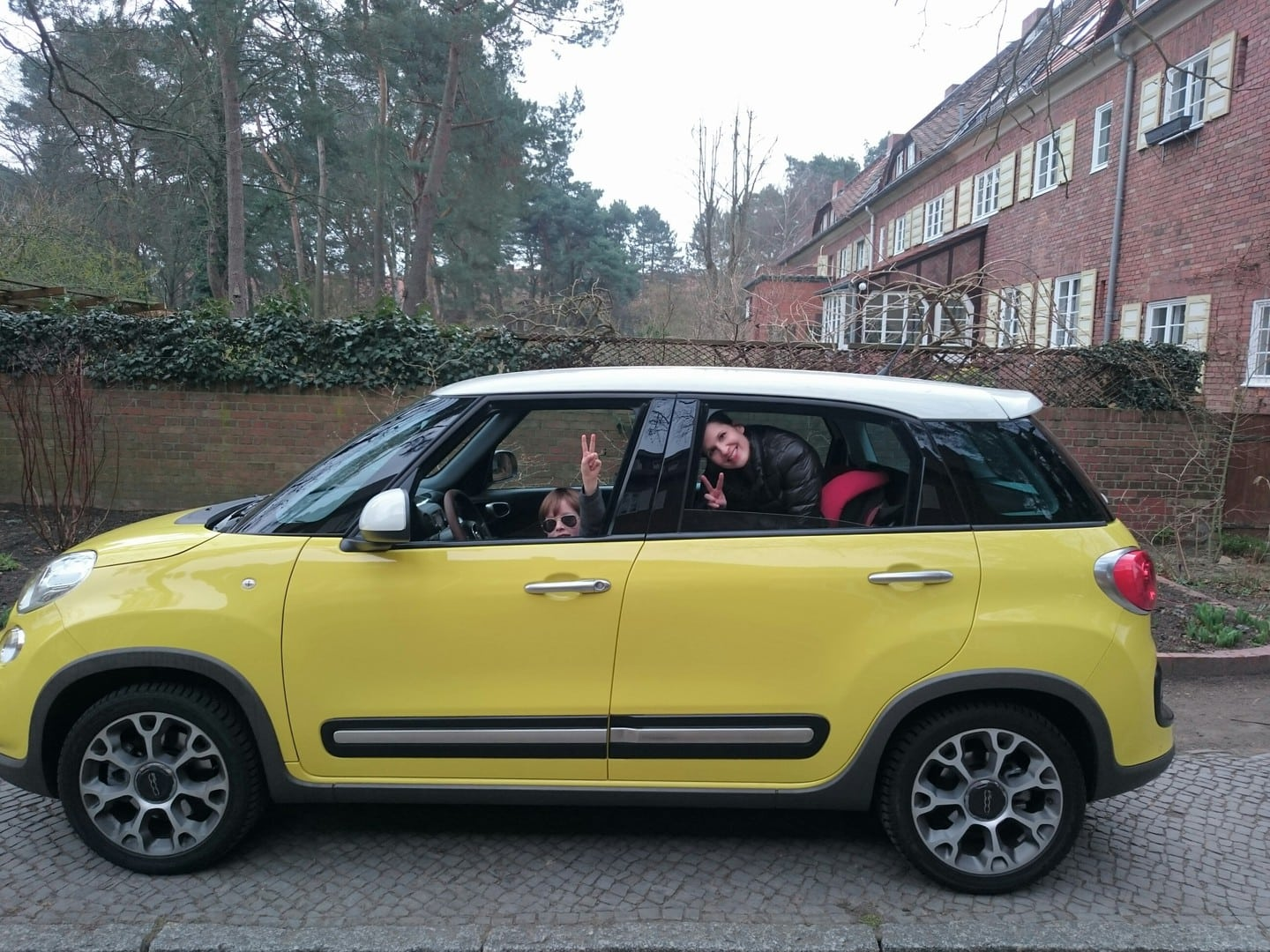 der neue fiat 500l als familienauto it 39 s yellow amore. Black Bedroom Furniture Sets. Home Design Ideas