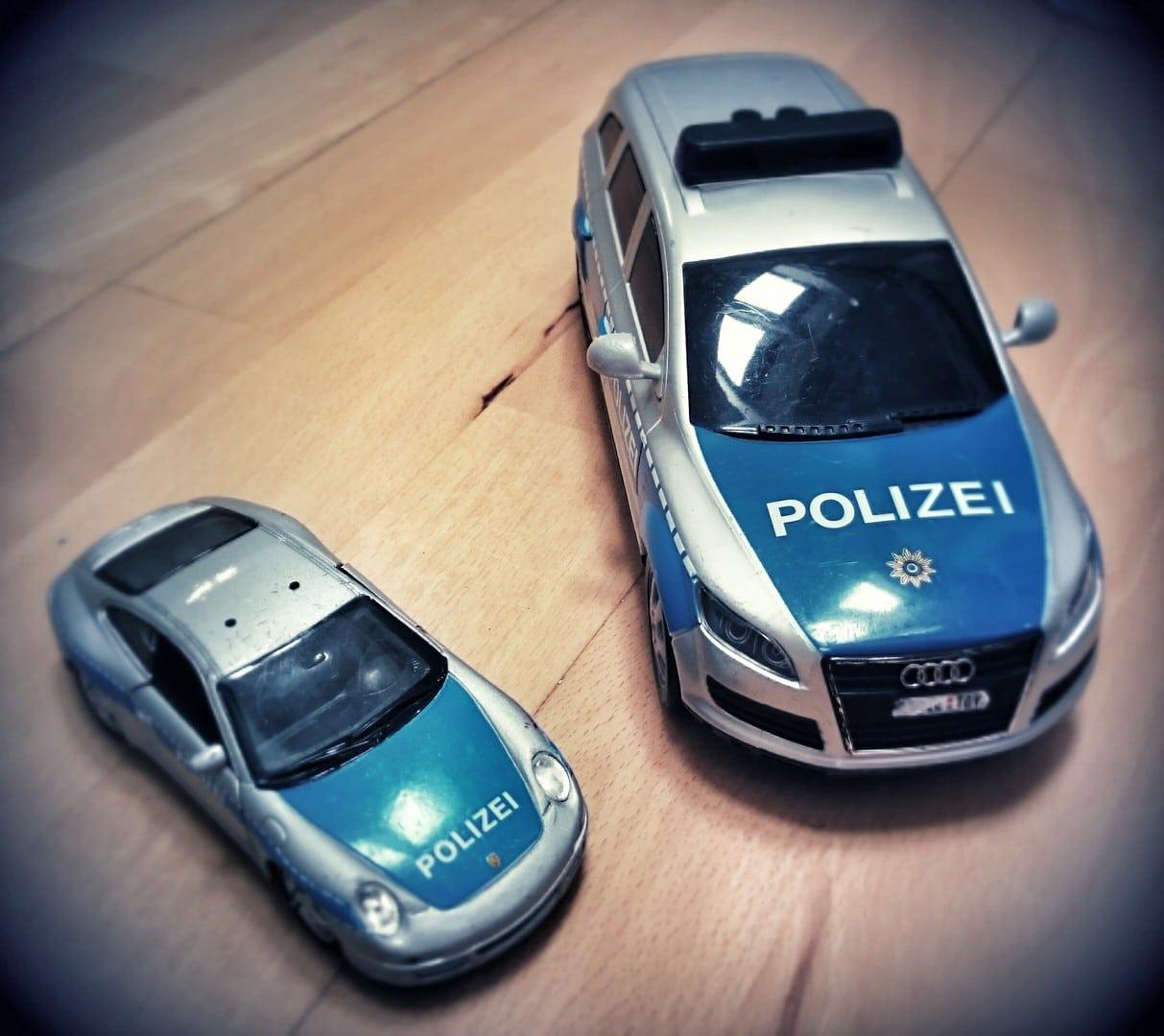 Spielzeugautos Polizei Frau Mutter Blog