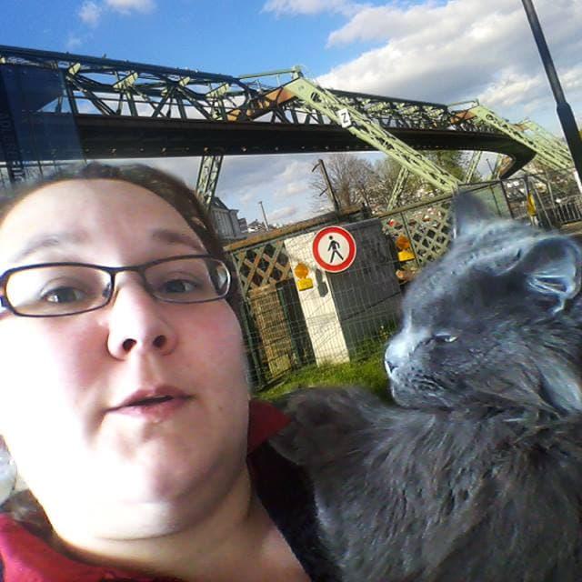 Frau vanderwitz mit Katze
