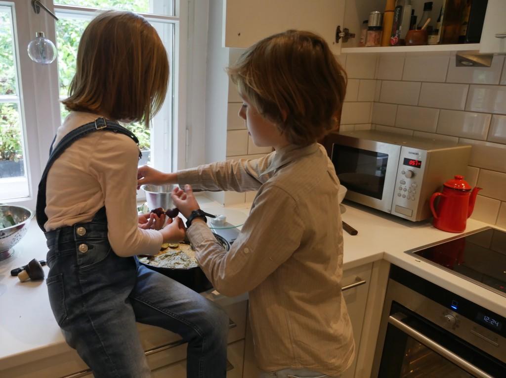Zwetschgenkuchen mit Haselnüssen