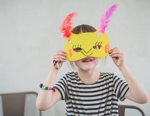 Kind mit Maske kinderfreundlich