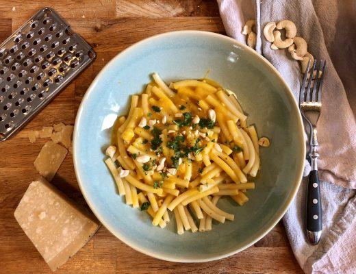 vegane mac and cheese fertig angerichtet
